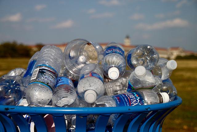 Los 7 beneficios de reciclar plásticos ymetales